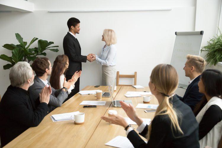 Modelo de implementação do papel da liderança nas práticas de gestão de pessoas